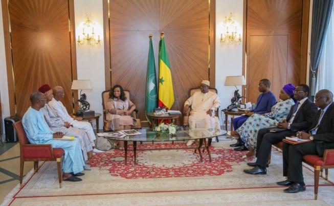 Edification du mémorial de Goree Almadies – Le Président Macky Sall reçoit Rosa Whitaker, présidente de Witheker Group