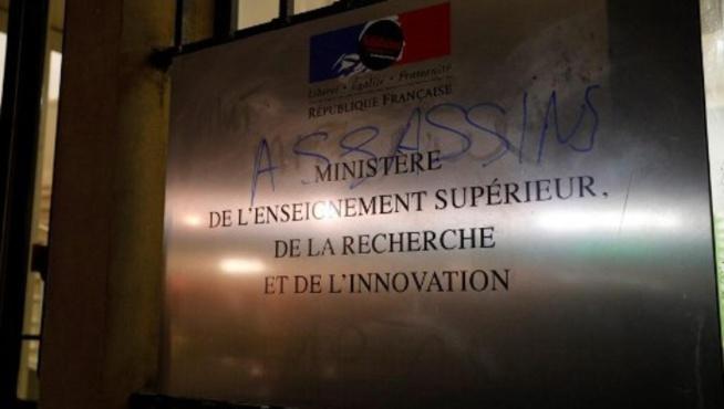 Après l'immolation d'un étudiant à Lyon, colère contre les pouvoirs publics