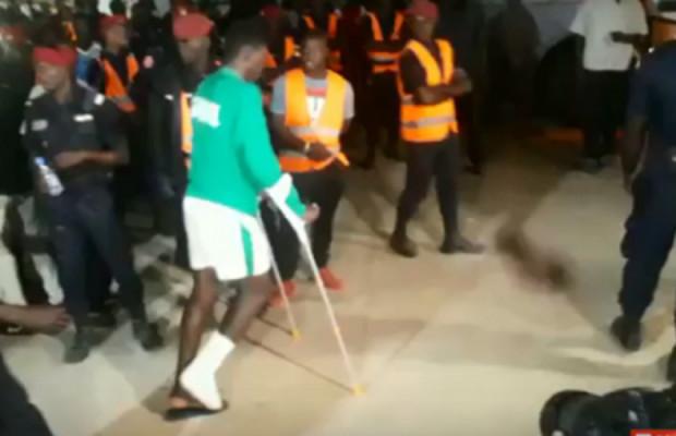 Sénégal vs Congo: Ismaila Sarr quitte le stade en béquilles, sa blessure inquiète !