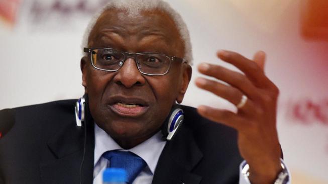 18 novembre 1999, Lamine Diack est élu Président de l'IAAF