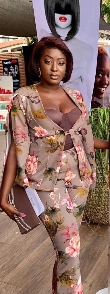 Mamy de la série « Adja » s'affiche plus belle que jamais