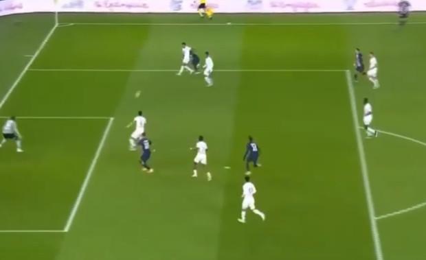 PSG vs Lille : Admirez la magnifique passe de Gana Gueye pour Icardi
