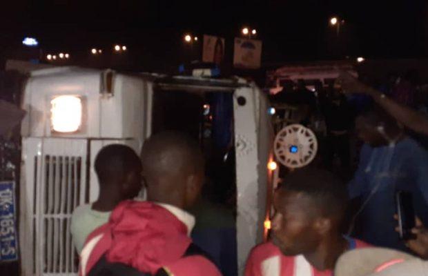 Rond point Technopole : Un Car « Ndiaga Ndiaye » se renverse
