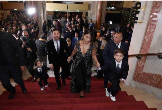 Ballon d'Or : Lionel Messi et toute sa famille montent les marches du tapis rouge, Grosse décision de Sadio Mané, à quelques heures de la cérémonie
