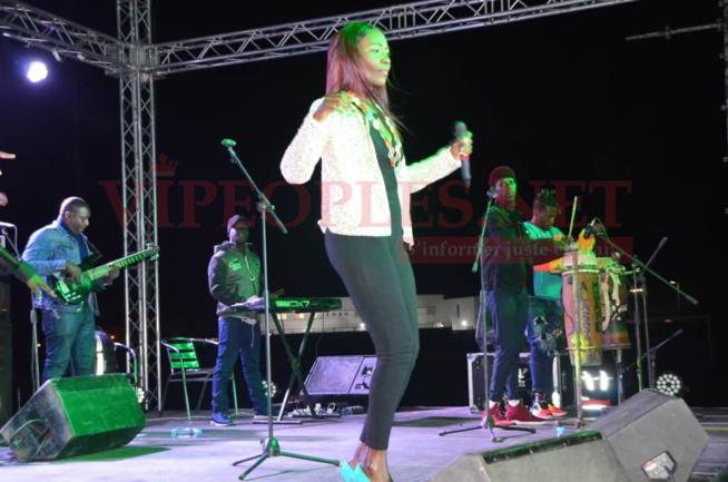 Admirez la classe et la prestance de la Diva Coumba Gawlo sur scéne au stade Caroline Faye de Mbour