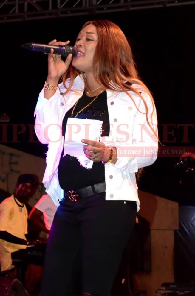 PHOTOS: Admirez l'élégance et la classe de TITI qui charme les Poutois lors de son concert ce samedi.
