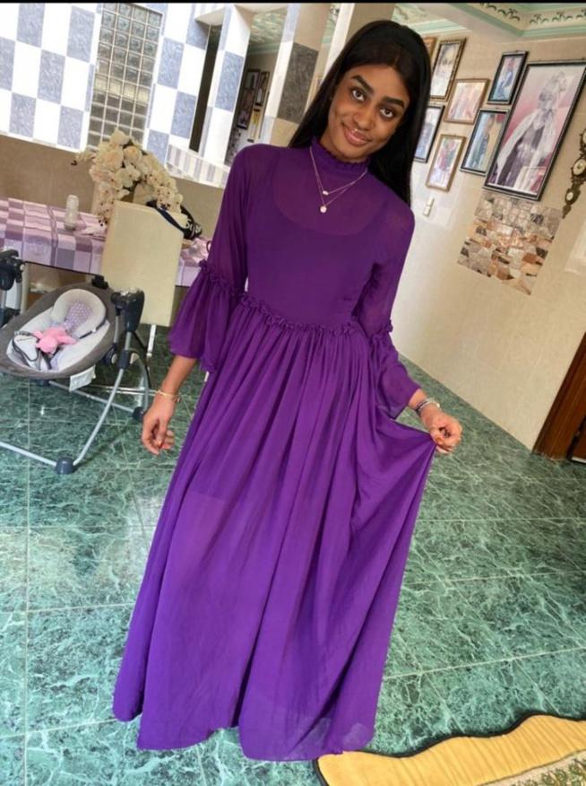 Aicha Ballago Seck s'affiche à nouveau dans une robe de princesse et illumine la toile