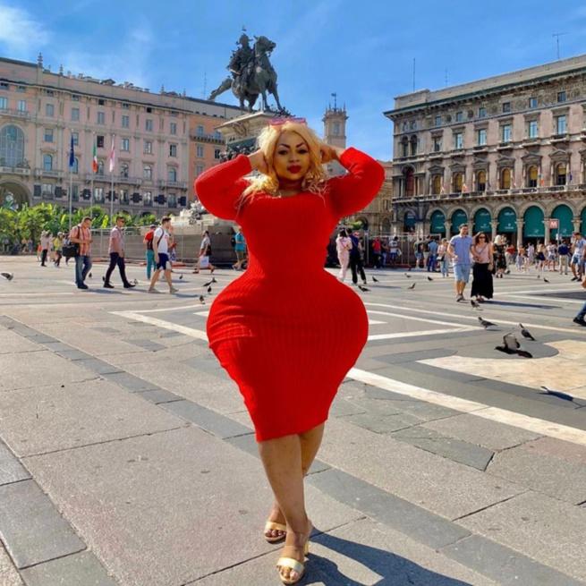 En visite à Rome, la Bombe Eudoxie Yao au top de sa forme