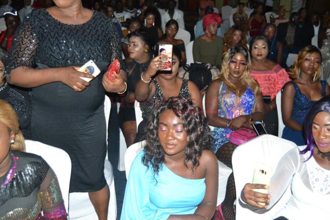 VIDÉO: Hot leumbeul des Gambiennes devant une Viviane classe et sexy dans sa robe.