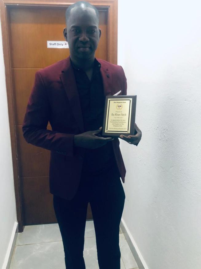 """Bakane Seck """"Diéré Diéré"""" honoré par les femmes de la diaspora Gambienne."""