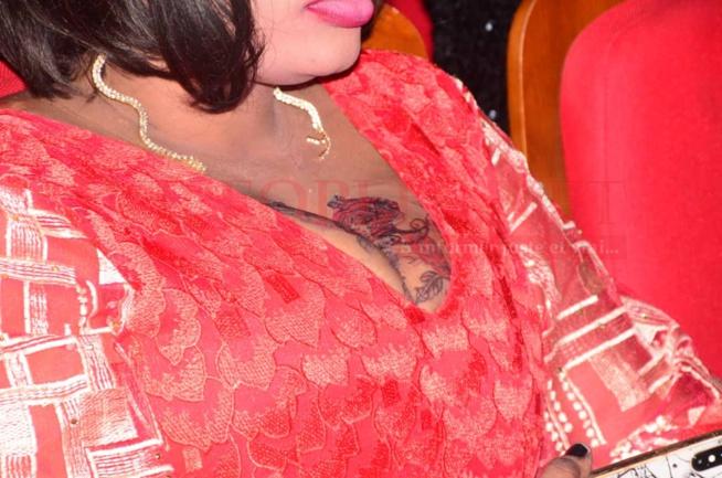 Osée et vulgaire, Ya Awa l'animatrice de la Sen tv fait parler d'elle avec sa tenue au grand théatre.