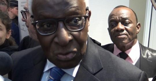 La réaction triste de Lamine Diack après le renvoi de son procès:  » Quatre ans hors de Dakar, c'est terrible pour moi «