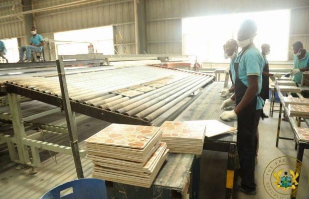 Macky Sall inaugure la première usine de fabrication de carreaux céramiques, à Sindia