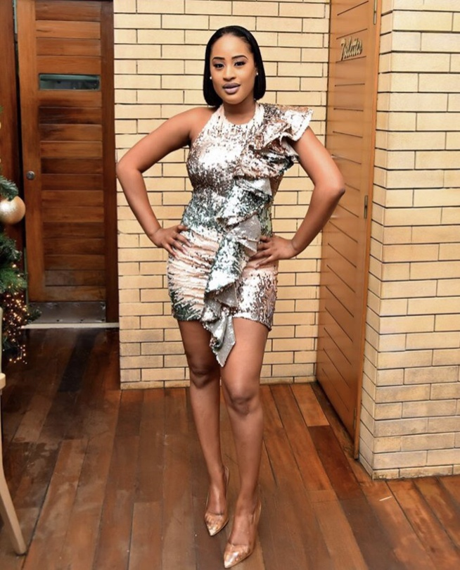 Sublime et radieuse,Esther Ndiaye, connue sous le nom de Racky, séduit les internautes avec son habillement