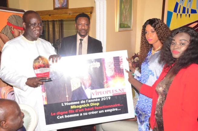 VIDÉO Homme de l'Année par Vipeoples, pourquoi le Président Mbagnick Diop du MEDS découvrez sa réaction.