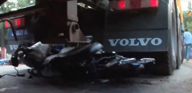 DRAME A THIES : Un conducteur de Jakarta meurt dans un choc violent avec un camion