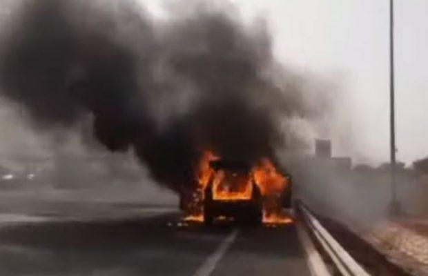 Urgent: La voiture de Tapha Gueye prend feu sur l'autoroute à péage et brûle entièrement
