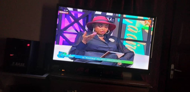 L'ex miss Sénégal, Fabhien Felhio ullumine le nouveau plateau de C à Dire sur la 2STV en compagnie de Ben Matar. Admirez les images
