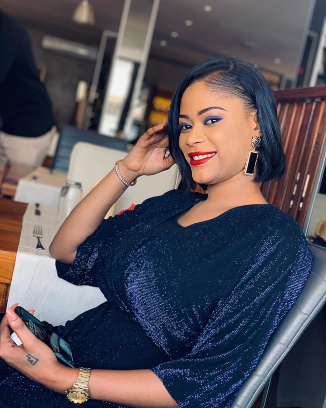 Samira Coulibaly, l'ex de Yakham Mbaye de la série « Mœurs » séduit ses followers dans une belle robe moulante