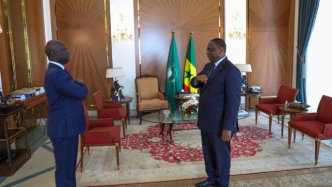 Réaction de Malick Gakou à sa sortie d'audience : « J'ai dit au président de la République notre détermination à l'accompagner dans le combat contre le coronavirus. Mon parti va voter la loi à l'assemblée nationale »