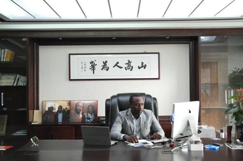 Portrait- Ce que vous ne saviez pas sur le plus grand chef d'entreprise africain établit en Chine avec ses 68 employés chinois
