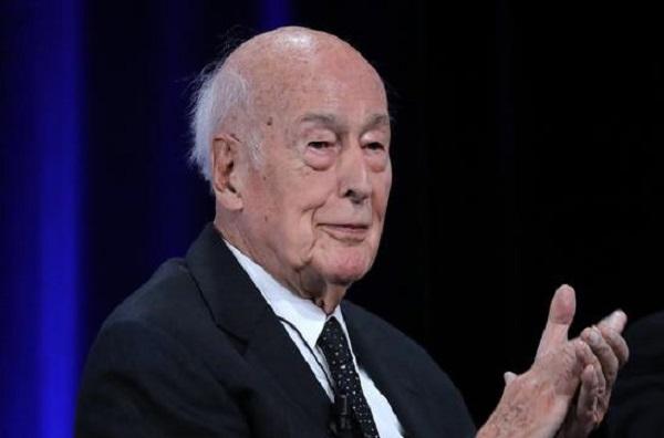 Il aurait touché à trois reprises, les fesses d'une journaliste : l'ancien président Valéry Giscard d'Estaing dans le collimateur de la justice