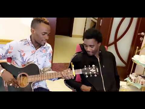 La nouvelle vidéo de Cheick Niang (Guitariste Wally B. Seck) – African Guitar