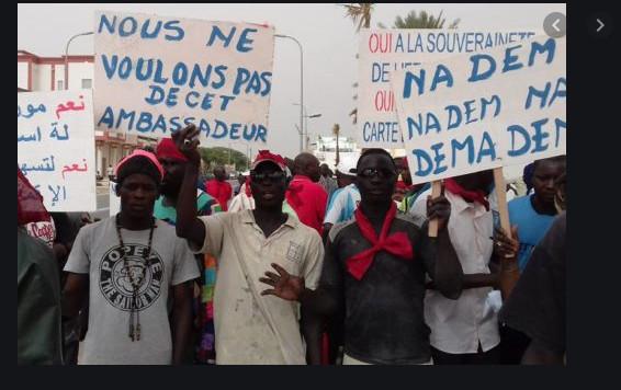  (Vidéo) – Mauritanie : des Sénégalais manifestent devant l'ambassade pour leur rapatriement