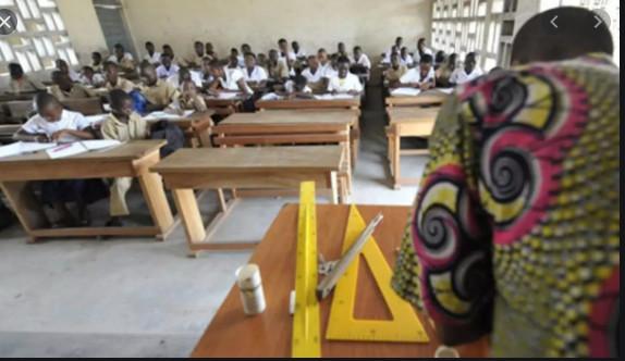 Problèmes d'eau, de toilettes, de tables bancs… Mais où est donc passé l'argent de la coopérative dans les écoles ?