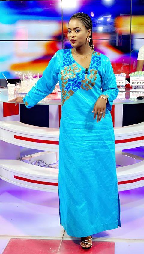 Simple mais classe, Merry Bey de la TFM sait toujours comment s'habiller, pour …