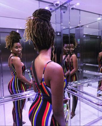 Coumba Babacar, la fille de babacar Ngom, montre ses formes généreuses.