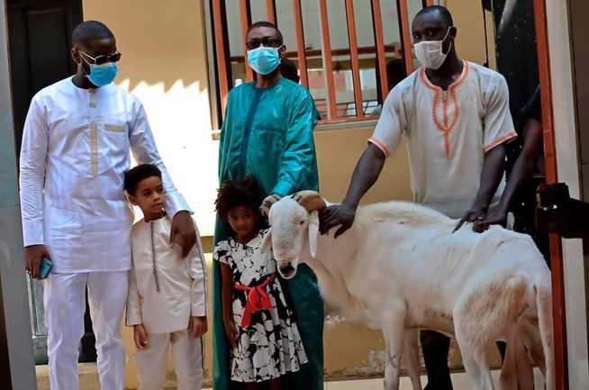 Tabaski : Le fils de Sidy Lamine Niasse présente ses vœux à Youssou Ndour et Cie