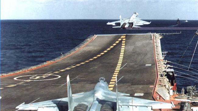 Deux avions-espions US interceptés par un Su-27 s'éloignent de la frontière russe –