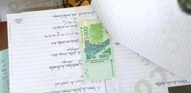 Baccalauréat : un correcteur retrouve la somme de 5000 FCFA dans la feuille de copie d'un candidat lui demandant de «Sciencer»