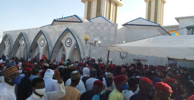 Inhumation / Médina Baye : Cheikh Ahmed Tidiane Ibrahima Niass repose à côté de son père Baye Niass.