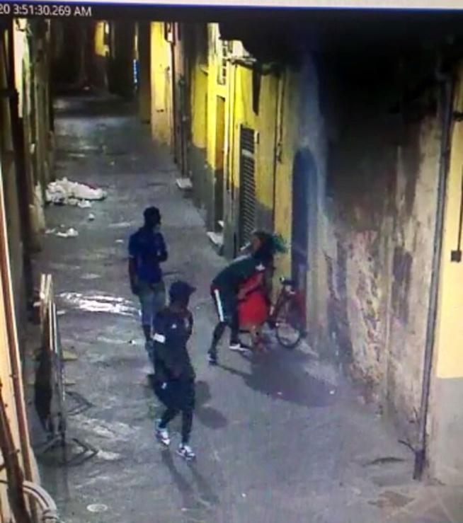 Italie : Des Sénégalais dépouillent, en pleine rue, une femme, les excuses de la communauté