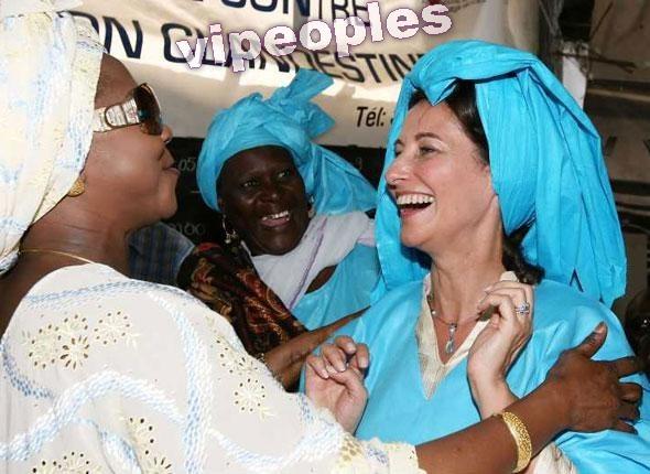 Ségolène Royal en boubou, montre que le Sénégal est sa terre natale