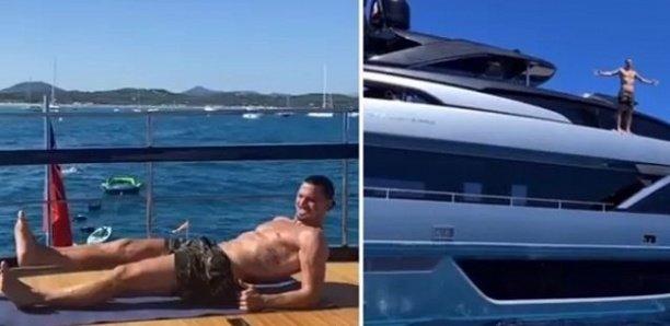 Zlatan dévoile sa musculature impressionnante sur un yacht de luxe