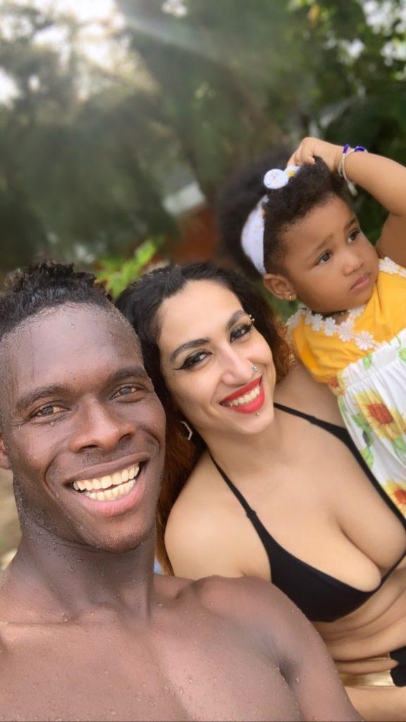 Le défenseur international Sénégalais, Pape Abou Cissé tout heureux avec son épouse Jihanne