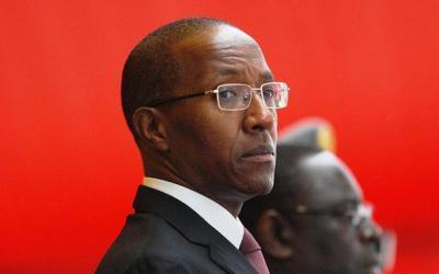 Abdoul Mbaye doit-il démissionner?