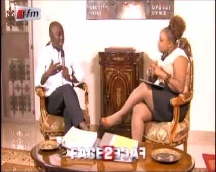 Aissatou Diop Fall dévoile ses jambes