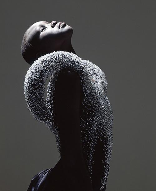 Alek Wek, premier mannequin africain à poser pour les couvertures de magazine