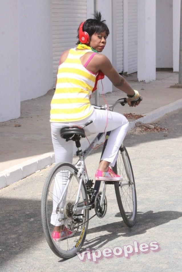 Aby Ndour, aprés la boxe, elle fait du vélo!