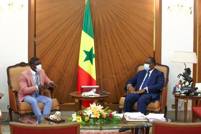 Le Président Macky Sall a reçu dans la soirée le chanteur producteur Akon.