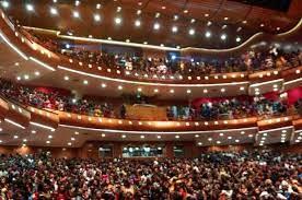 """Covid-19 et fermeture des salles de spectacle : """"Les musiciens sont à bout"""" (Ngoné Ndour)"""