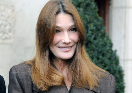 """Carla Bruni et le féminisme : elle regrette ses propos """"maladroits"""""""