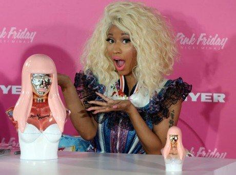 Nicki Minaj : une poupée pleine d'excentricité pour la promo de son parfum en Australie !