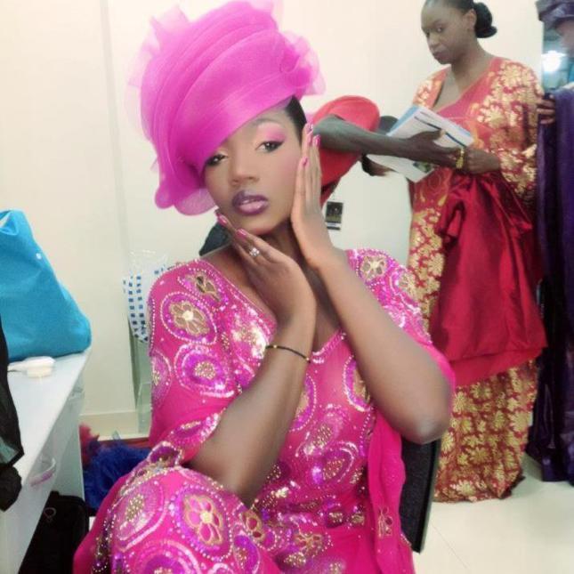 Samira Nicky Diop en rose