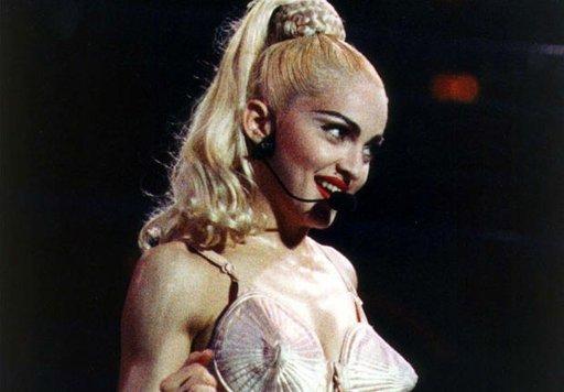Madonna : Le corset de la chanteuse vendu à 40000€