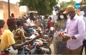 Louga : avec des masques et du carburant, Mberry Sylla en renfort aux conducteurs de moto Jakarta